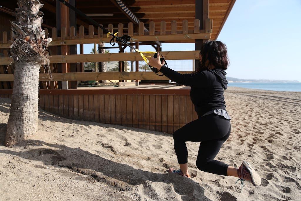 Crossing balance lunge