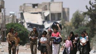 قصف روسي وسوري وراء نزوح الآلاف من ريف حلب الغربي