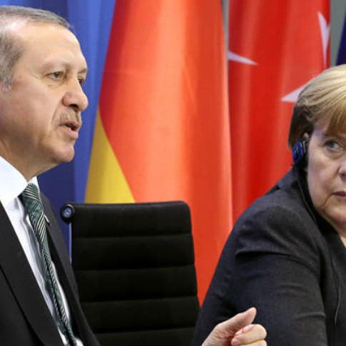 """أردوغان لميركل: لا نستطيع تحمل """"عبء هجرة إضافية"""" من أفغانستان"""