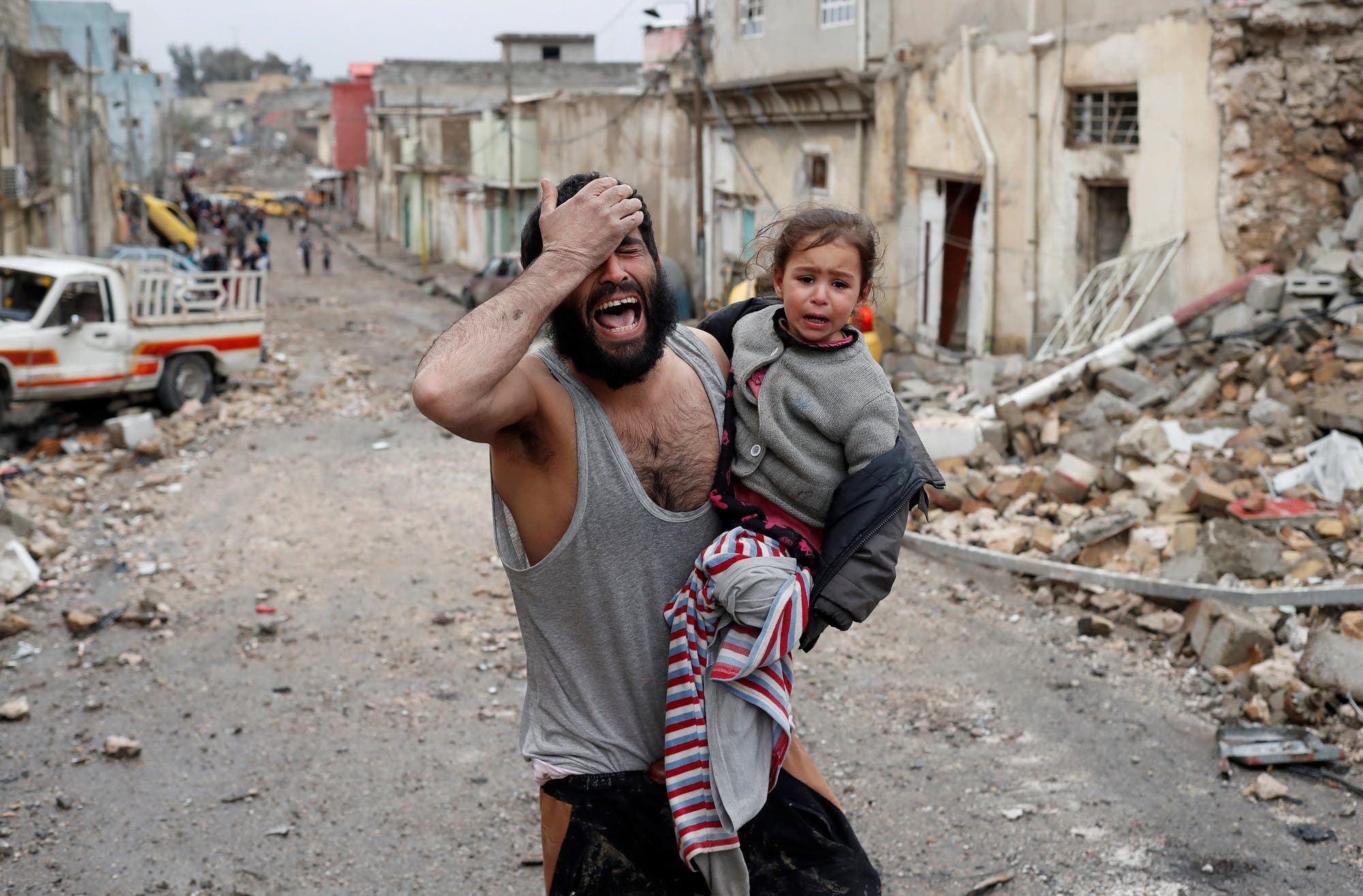 A man cries while he carries his daughter as he walks from Islamic State controlled part of Mosul towards Iraqi special forces soldiers during a battle in Mosul, Iraq, March 4, 2017. (Reuters)