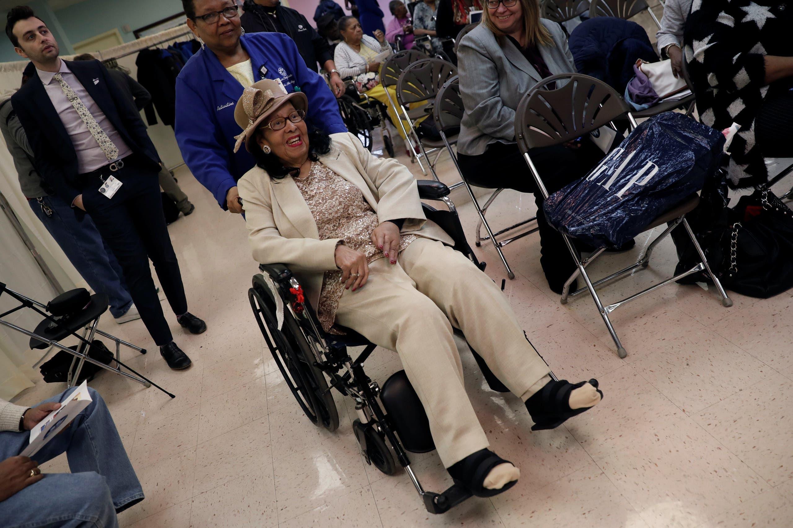 ماري بيكر (102 عام)