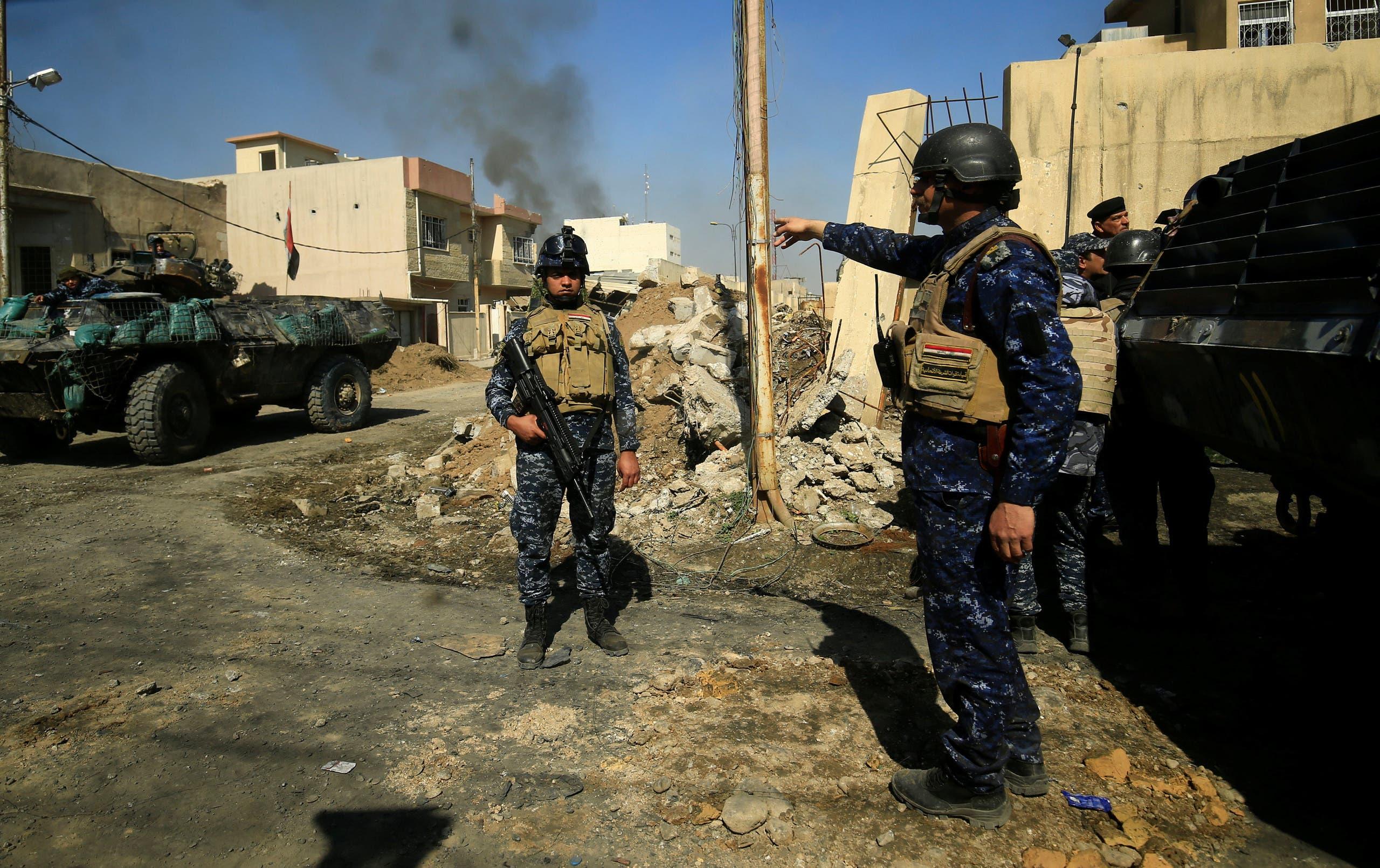 عناصر من الشرطة الاتحادية خلال معركة مع داعش في الموصل