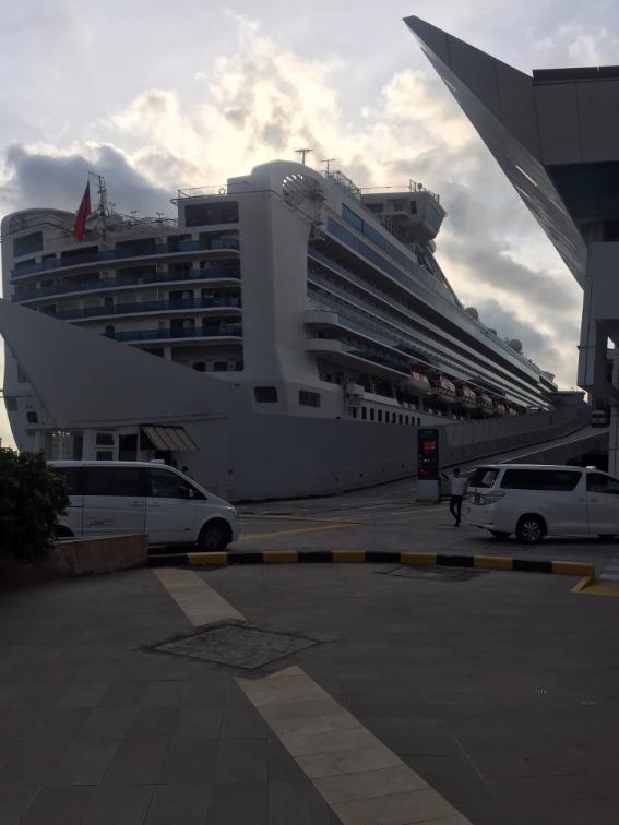 السفينة في مرساها الأخير على شاطئ سنغافورة