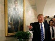 ترمب يفاجئ أطفالا يزورون البيت الأبيض..تحت صورة لهيلاري