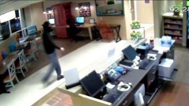 الكاميرا تصور حادثة مروعة لمحاولة اغتصاب موظفة في فندق