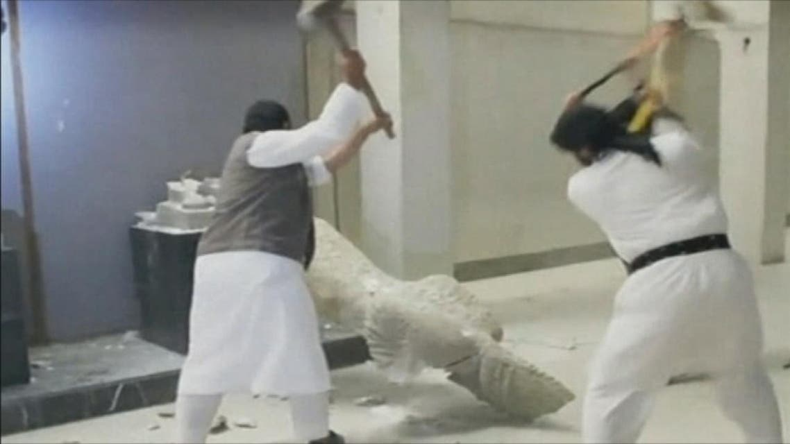 THUMBNAIL_ القوات العراقية: داعش سرق الآثار النفيسة والمخطوطات من متحف الموصل
