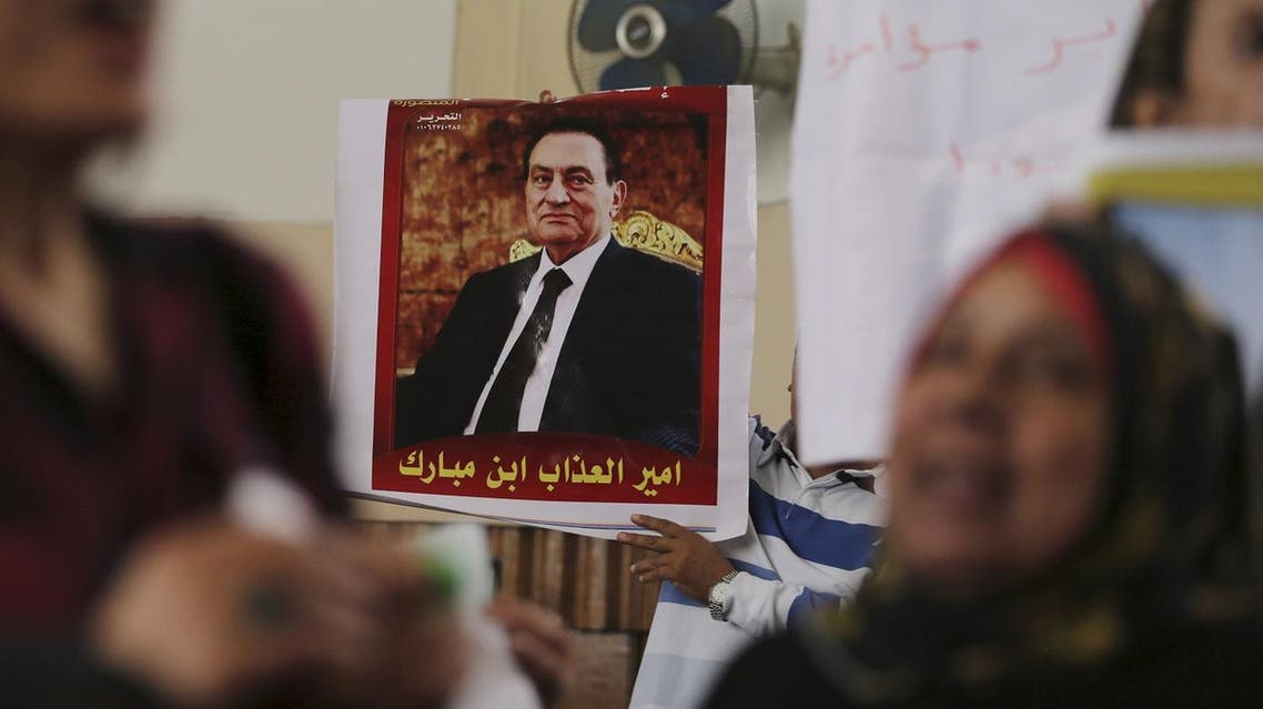 """A poster of former Egyptian president Hosni Mubarak that reads, """"The sons of Mubarak are princes of misery"""", is seen at the High Court where Mubarak's trial will take place, in Cairo, Egypt, April 7, 2016. REUTERS"""