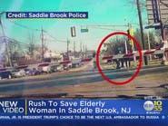 فيديو.. مسنة كانت في عداد الموتى أسفل عجلات قطار