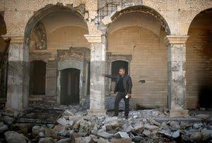 یکی از ساختمانهای دولتی در غرب موصل