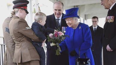 بالفيديو.. طفل يضع الملكة إليزابيث في موقف محرج