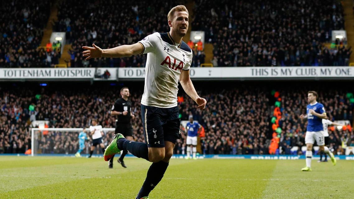 Tottenham Hotspur's English striker Harry Kane celebrates after scoring their second goal during the English Premier League football match between Tottenham Hotspur and Everton at White Hart Lane in London, on March 5, 2017. (AFP)