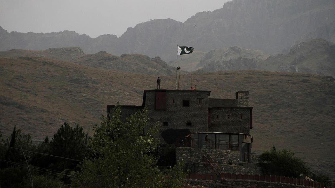 Pakistani soldiers stand guard on a rooftop at the borber post in Torkham, Pakistan June 18, 2016. (File Photo: Reuters)