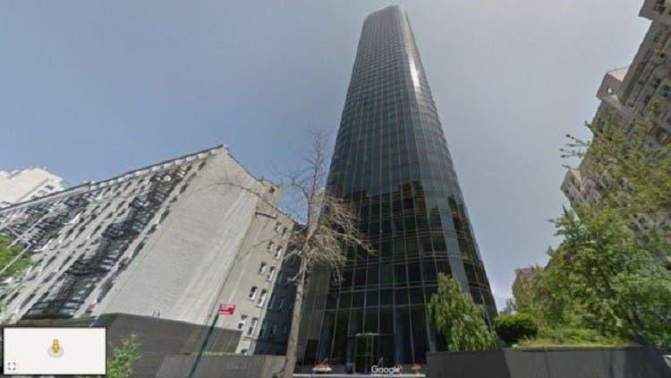البرج الذي سقط منه الناجي في نيويورك