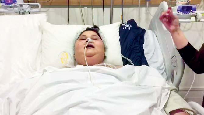 إيمان عبد العاطي أصيبت بالشلل