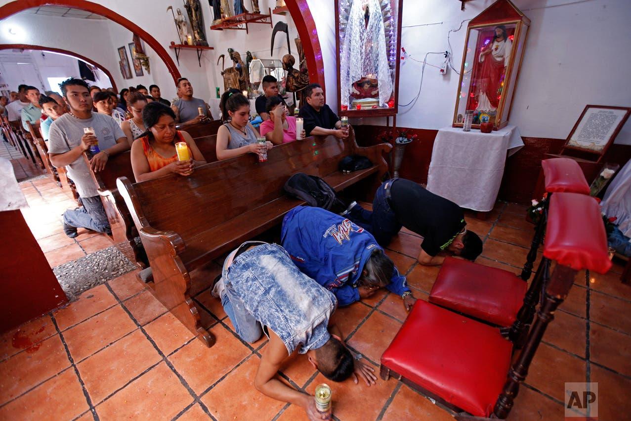 الطقوس الغريبة تجتذب جماعات من المكسيكيين