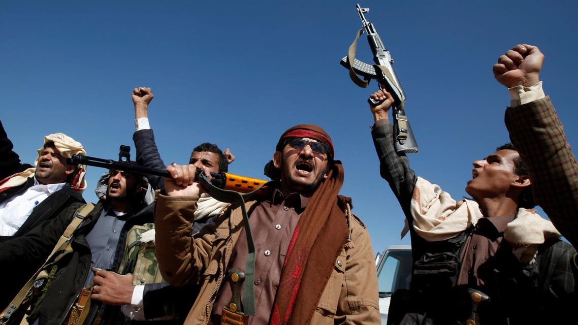 Tribesmen shout slogans as they attend a gathering held to show support to the new government formed by Yemen's armed Houthi movement and its political allies, in Sanaa, Yemen December 6, 2016. REUTERS/Khaled Abdullah