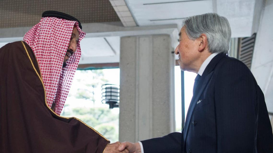 The emperor awarded the king a Daisy High Medal in appreciation of King Salman. (SPA)