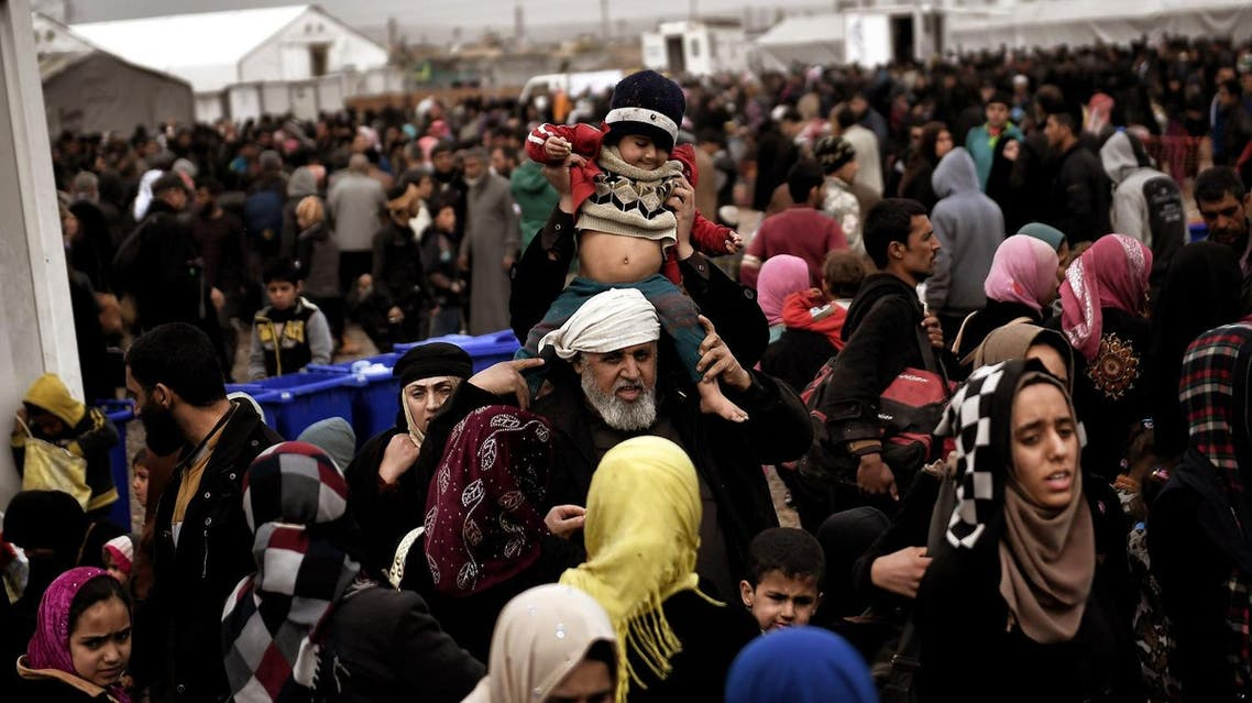 Displaced Iraqis from Mosul arrive at the Hamam al-Alil camp on March 13, 2017, during the government forces ongoing offensive to retake the western parts of the city from Islamic State (IS) group fighters. (AFP)