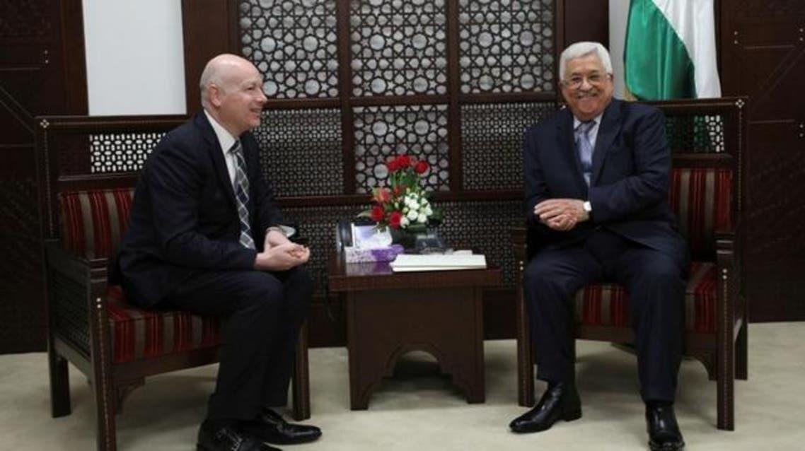 الرئيس الفلسطيني محمود عباس وجيسون جرينبلات مبعوث الرئيس الأمريكي في رام الله