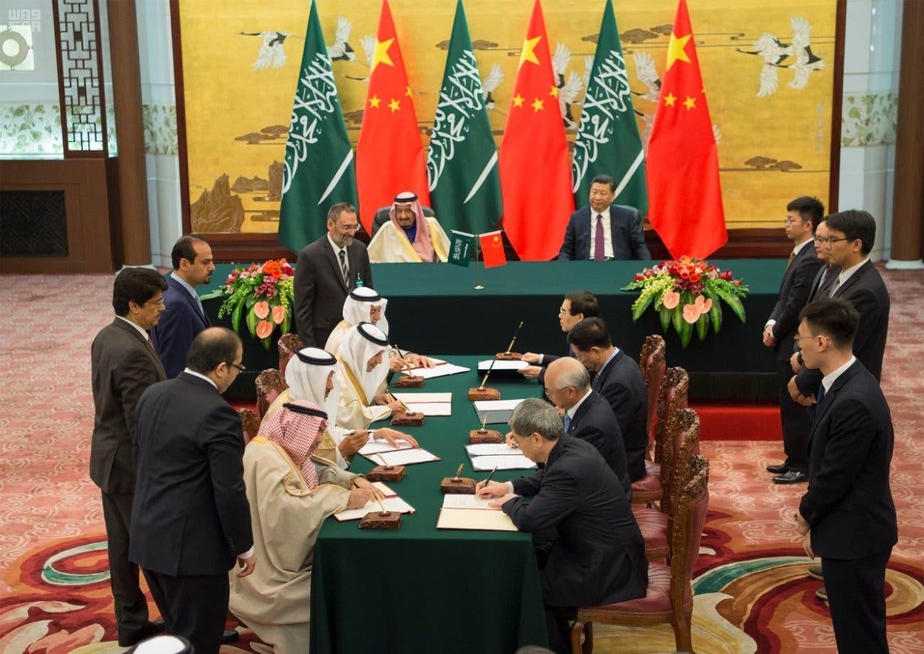 خادم الحرمين والرئيس الصيني يشهدون توقيع الاتفاقيات