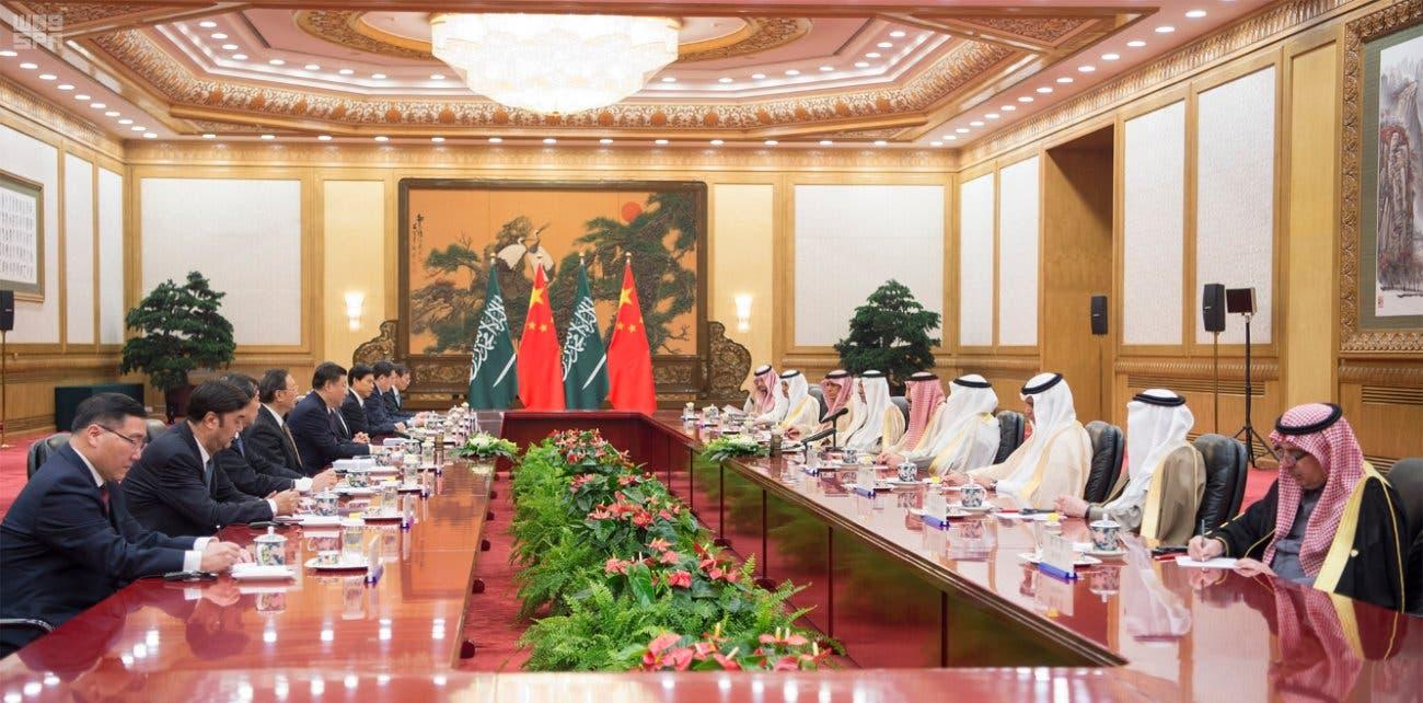خادم الحرمين والرئيس الصيني خلال جلسة المباحثات