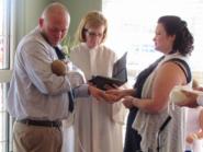 لماذا أحضر هذا الثنائي طفلهما المحتضر لحفل زفافهما؟
