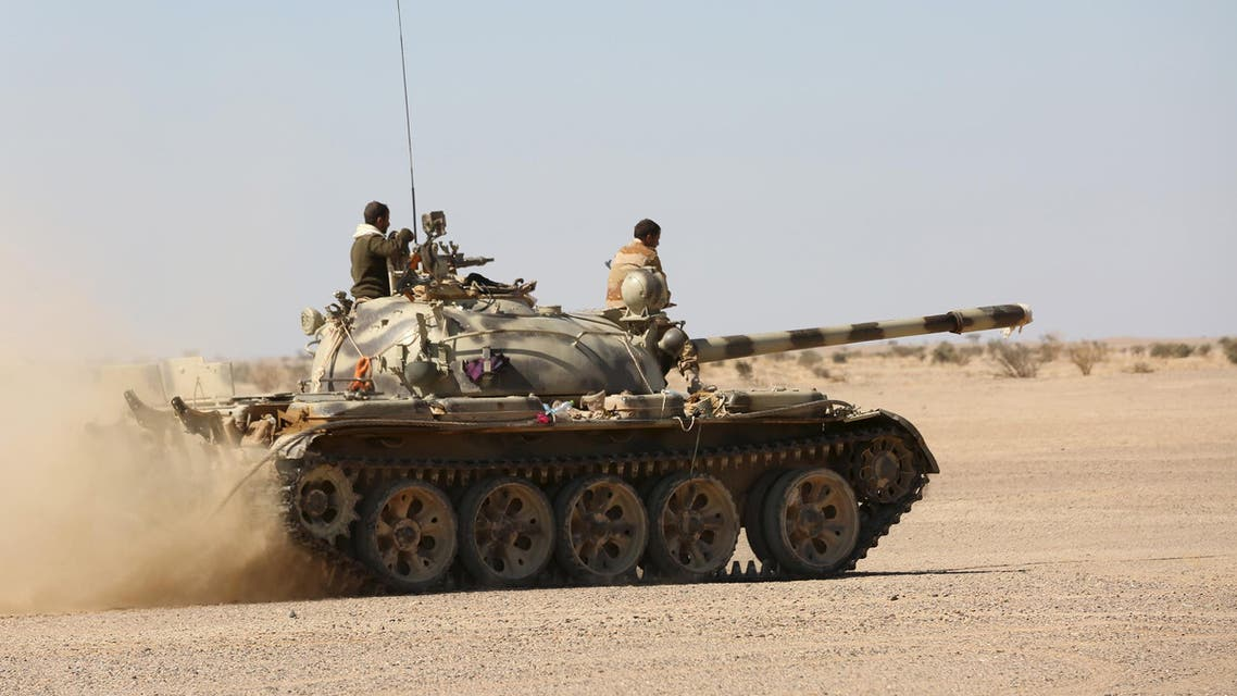 A tank operated by government army moves to shell Houthi positions in al-Labanat area between Yemen's northern provoices of al-Jawf and Marib December 5, 2015. (Reuters)