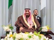 من هو المبتعث الذي جلس خلف الملك سلمان في اليابان؟