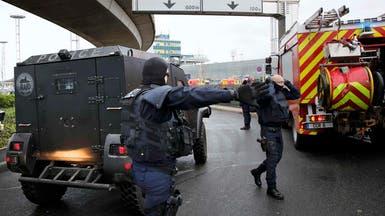 شرطة باريس تقتل رجلا حاول انتزاع سلاح جندي بمطار أورلي