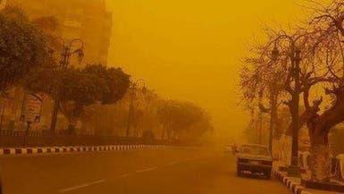 عاصفة ترابية تضرب مصر وتغلق طرقاً وموانئ