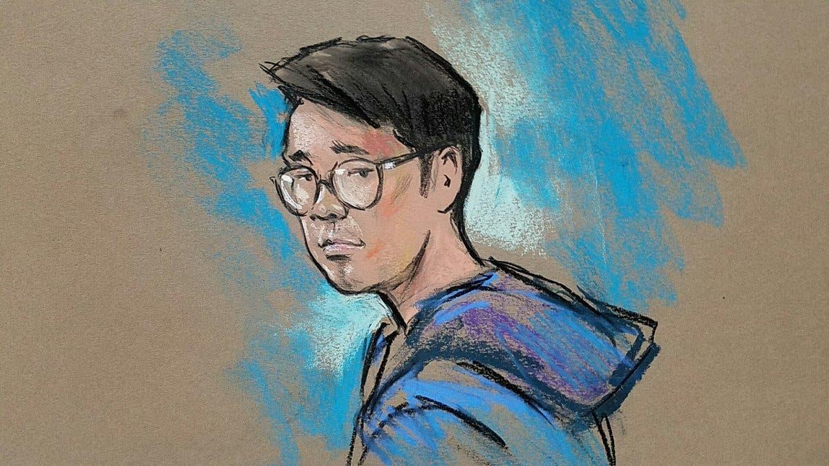 رسم لجوناثان تران عند مثوله أمام القضاء