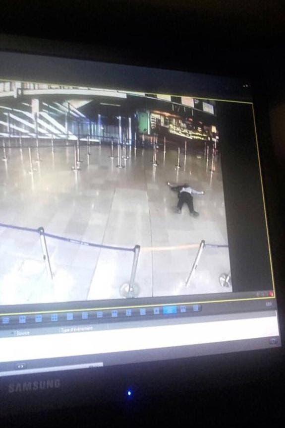 مهاجم مطار أورلي بعد استهدافه