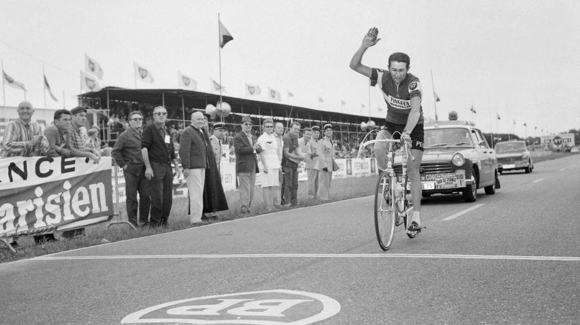 Frenchman Roger Pingeon raises his arm as he wins the 15th stage of the Tour de France between Font Romeu and Albi on France's Bastille Day, 14 July 1968. (AFP)