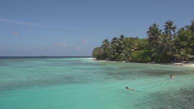"""مياه """"المالديف"""" تبتلع السياح.. والسلطات تدق جرس الإنذار"""