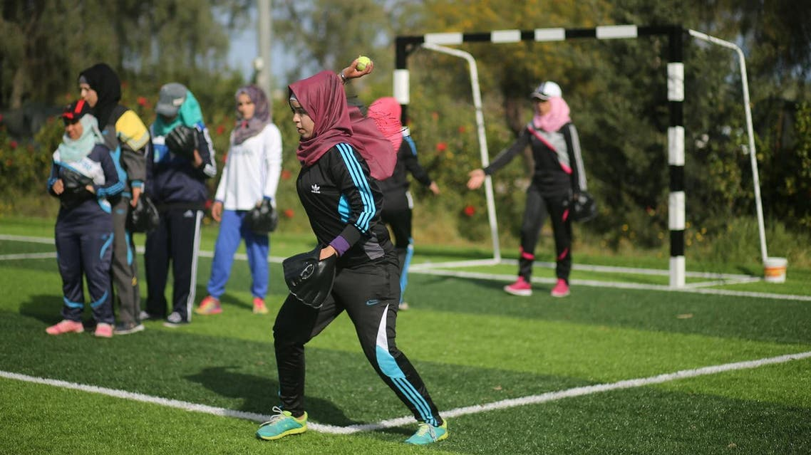 Palestinian women take part in a baseball training session in Khan Younis in the southern Gaza Strip March 19, 2017. Picture taken March 19, 2017. (Reuters)