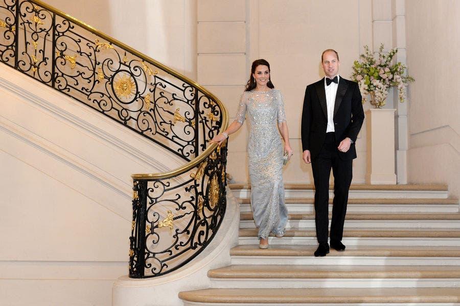 خلال حفل العشاء الذي أقيم على شرفها في السفارة البريطانية بباريس