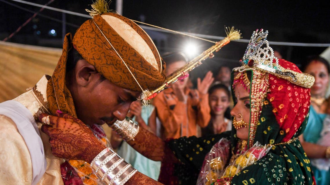 A Pakistani Hindu couple performs a Hindu ritual during a mass wedding ceremony in Karachi, on March 19, 2017. AFP