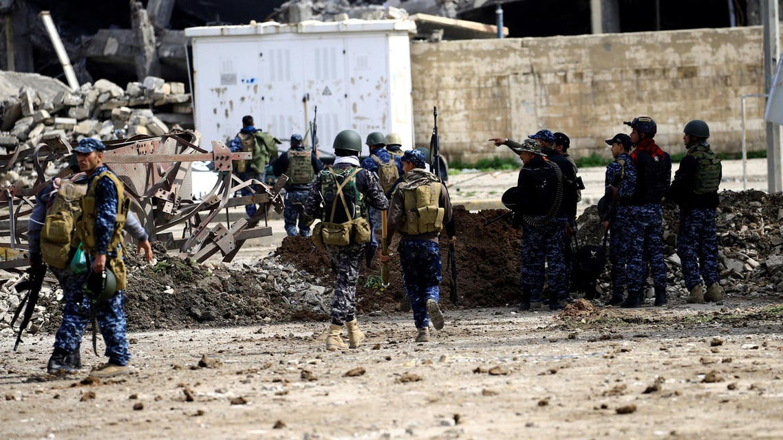 Federal police members carry their weapons as they attempt to break into the Old City during a battle against Islamic State militants, in Mosul, Iraq March 19, 2017. Reuters
