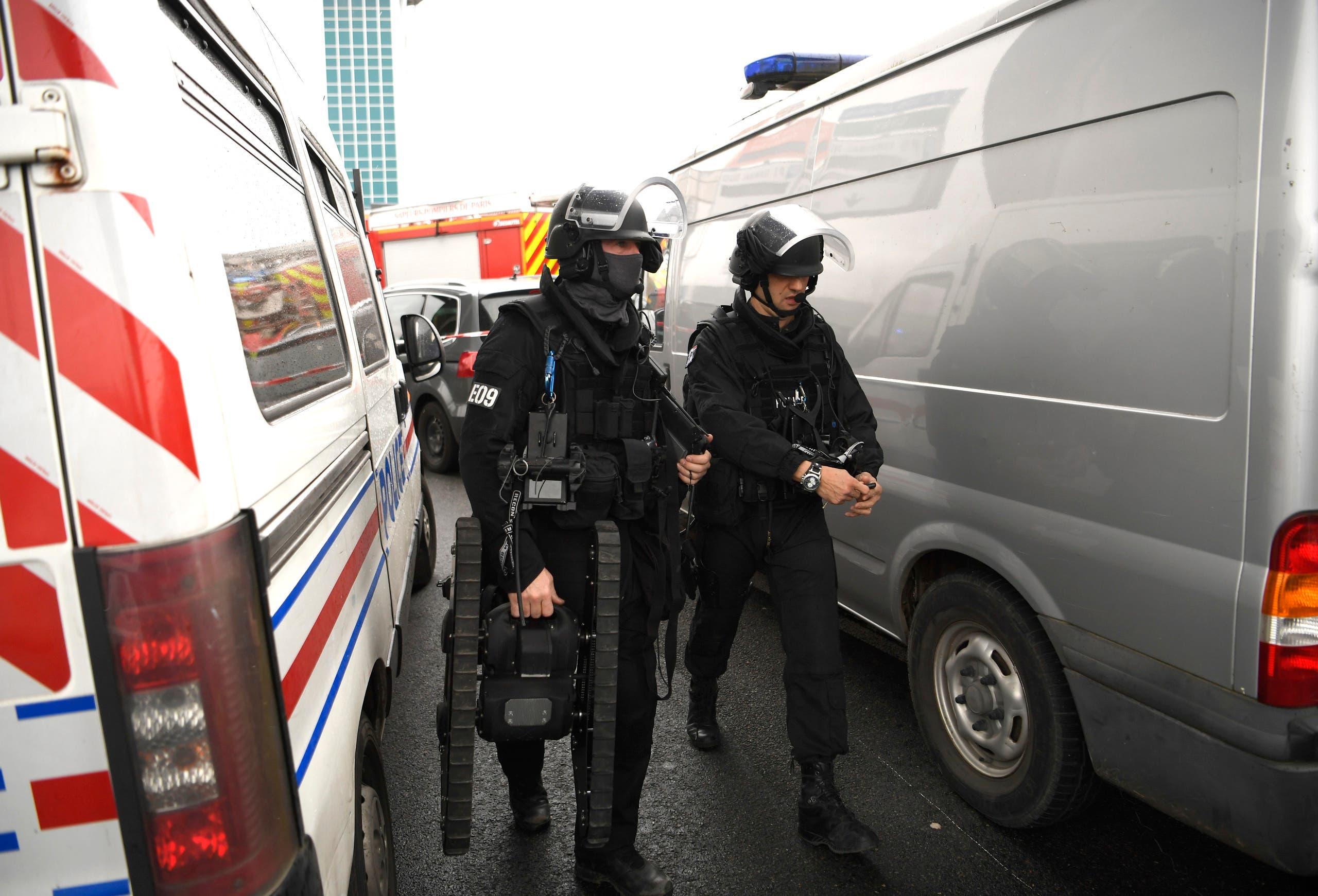 پلیس فرانسه در فرودگاه