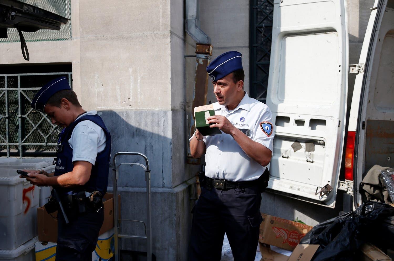 Belgian police officers Ann Vercammen (L) and Tarek Chatt patrol at a market in the Brussels district of Molenbeek, Belgium. (File Photo: Reuters)