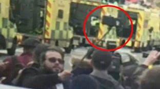"""سيلفي الجثث في لندن.. وشتائم لملتقط صورة """"كريه"""""""