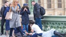 لندن : جائے حادثہ سے گزرتی باحجاب خاتون پر سخت تنقید کیوں ؟