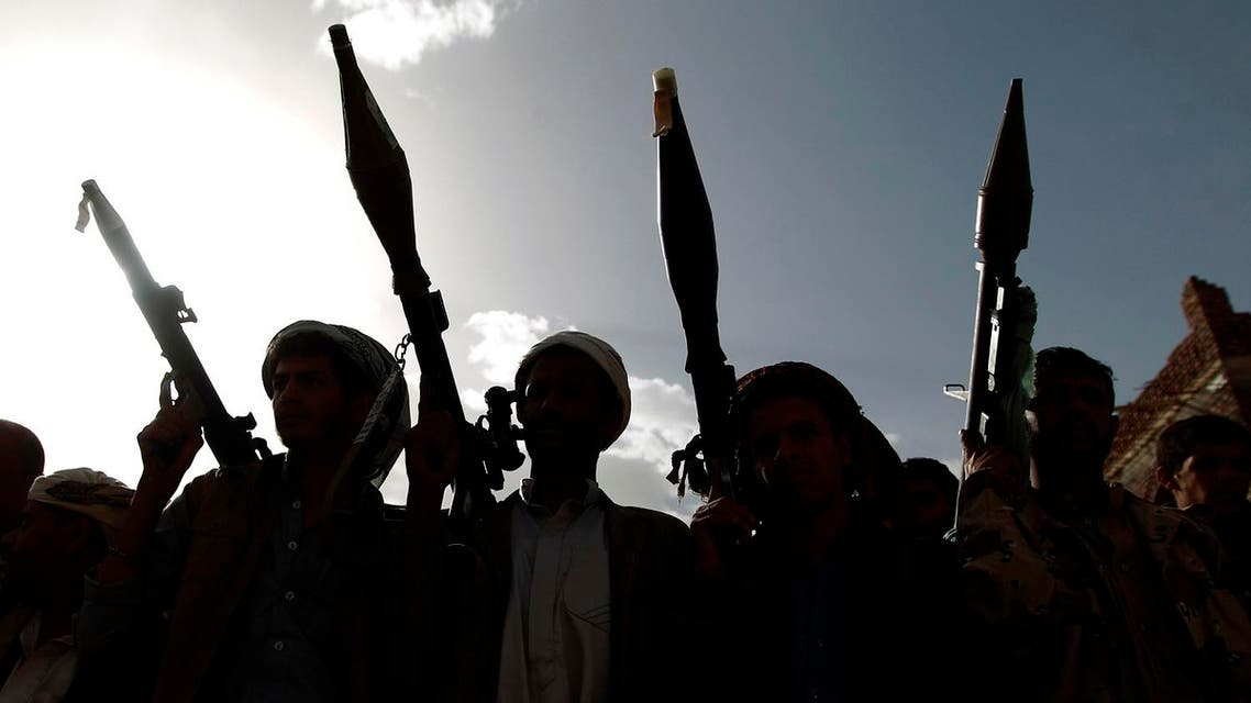 Armed tribesmen, loyal to the Shiite Huthi rebels, attend a gathering in the capital Sanaa to mobilize more fighters to battlefronts to fight pro-government forces in several Yemeni cities, on June 20, 2016. (AFP)