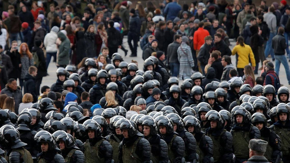 Law enforcement officers gather as they block opposition supporters in Moscow, on March 26, 2017. (Reuters)