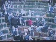بالفيديو.. اشتباك بالأيدي داخل البرلمان المصري