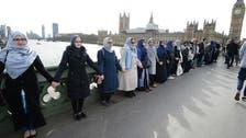 دہشت گردی کی مذمت، محجب خواتین کی لندن میں ہاتھوں کی زنجیر
