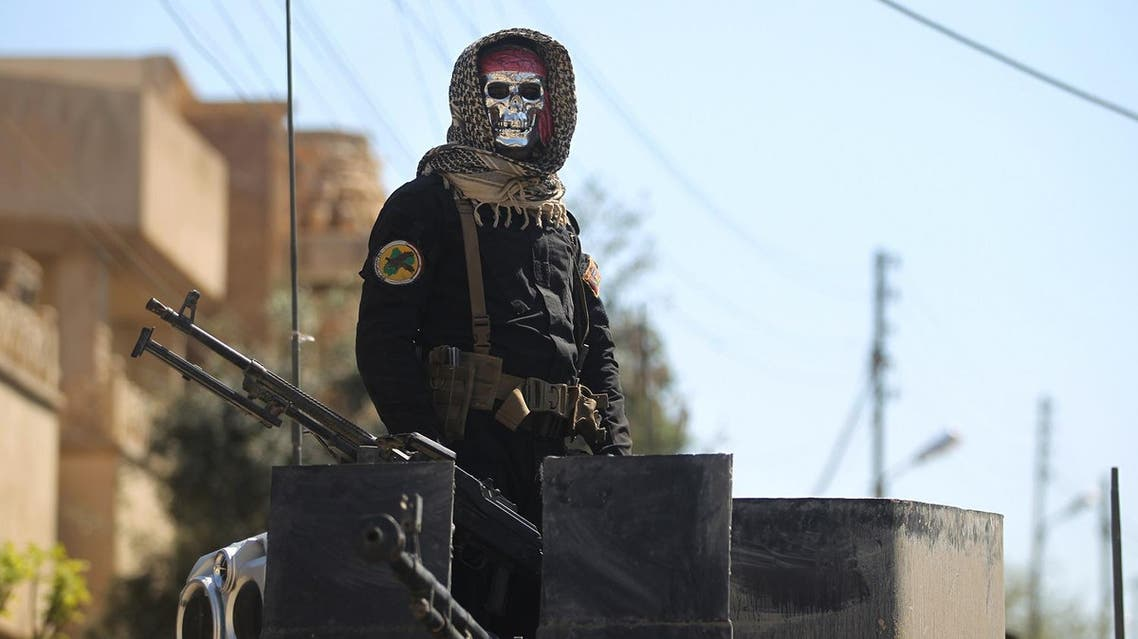 An Iraqi counter terrorism forces member stands guard in the Mosul al-Jadida area on March 26, 2017, following air strikes in which civilians have been reportedly killed during an ongoing offensive against the Islamic State (IS) group. Iraq is investigating air strikes in west Mosul that reportedly killed large numbers of civilians in recent days, a military spokesman said. (AFP)
