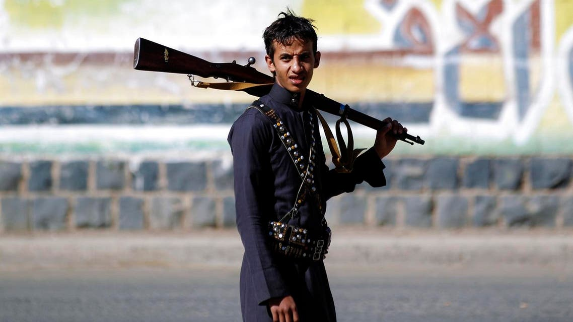 A Houthi fighters carries a rifle during a gathering in the capital Sanaa to mobilize more fighters to battlefronts to fight pro-government forces in several Yemeni cities, on February 2, 2017. (AFP)