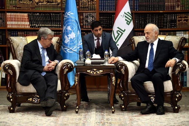 اقوام متحدہ کے سیکریٹری جنرل انتونیو گوٹیریس بغداد میں عراقی وزیر خارجہ ابراہیم الجعفری سے ملاقات کررہے ہیں۔
