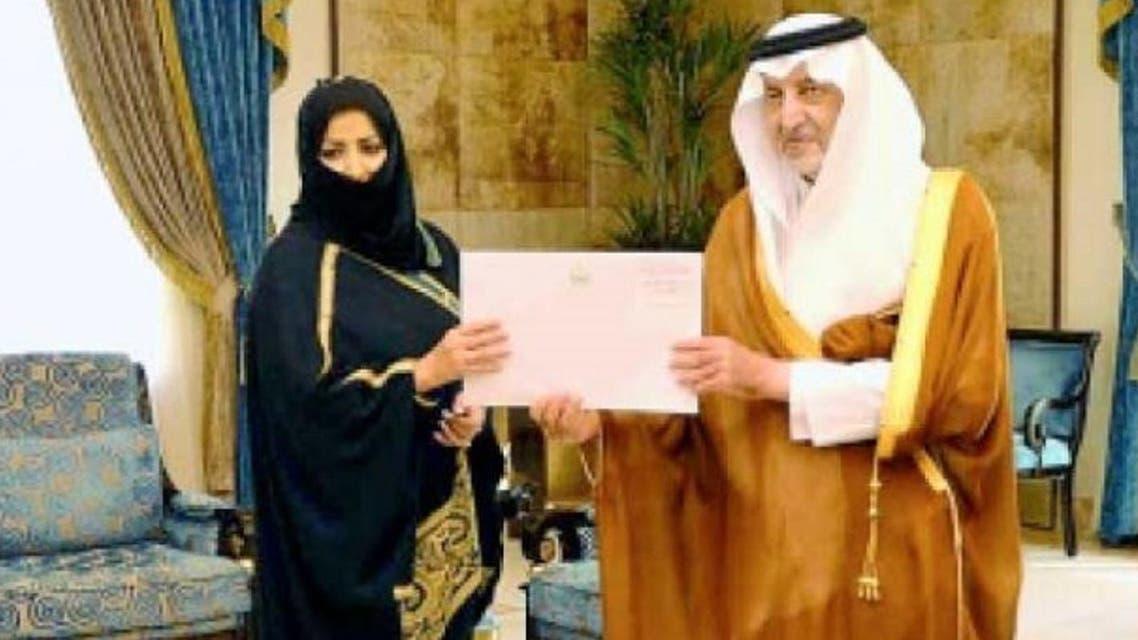 Makkah Emir Prince Khaled Al-Faisal honored Faiza Al-Ahmadi, the Saudi woman who videotaped the recent attack against a security officer at Jeddah's Al-Hamra Corniche. (Saudi Gazette)